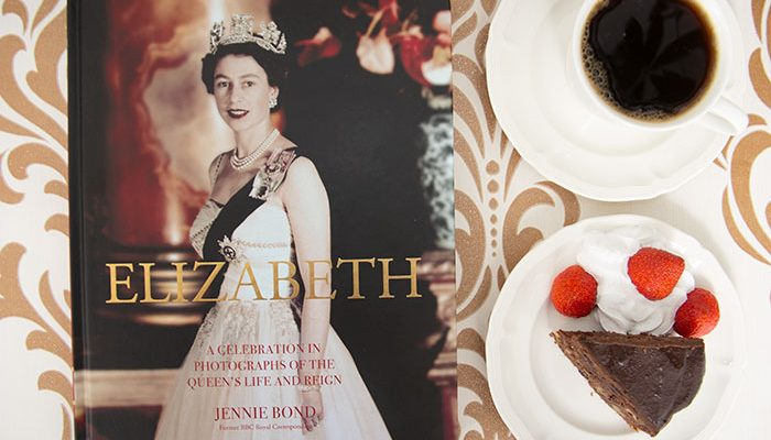 Elizabeth: Celebration in Photographs by Jennie Bond